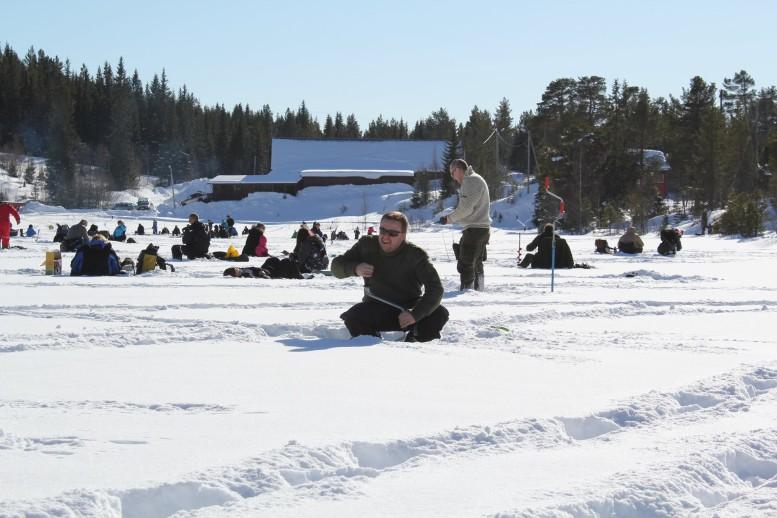 SkaunJFF-Isfiske-Ramsjøbu