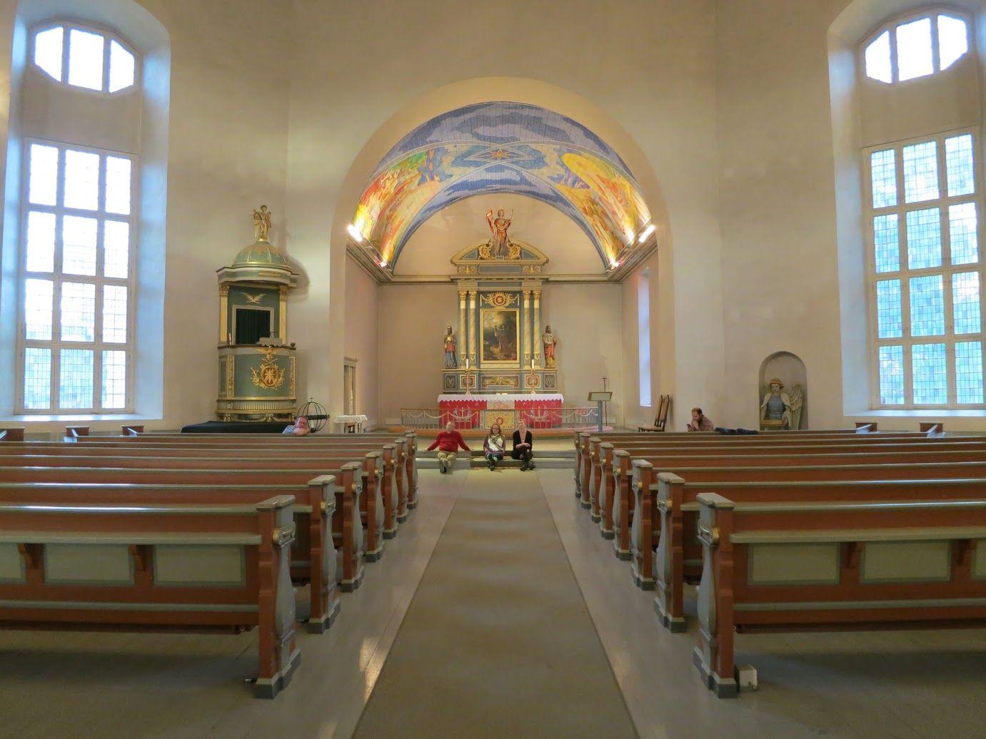 Mektige Vang kirke (Foto: Anne Karin Støren)