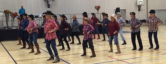 Orkdal Seniordans danser Linedance