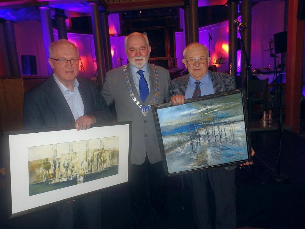 (f.v) Leif Olav Syrstad, ordfører Jon P Husby som delte ut prisene og John J. Dalen.