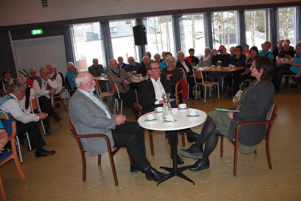 Skavlan samsnakker med ordfører Jon P Husby og musikklærer Halldis Flakne
