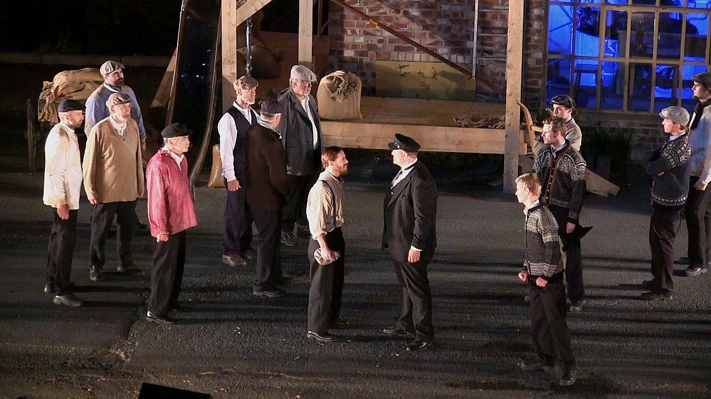 I midten: Ståle Tørring som Marius Folstad og Stig Krogstad som Lars Mester