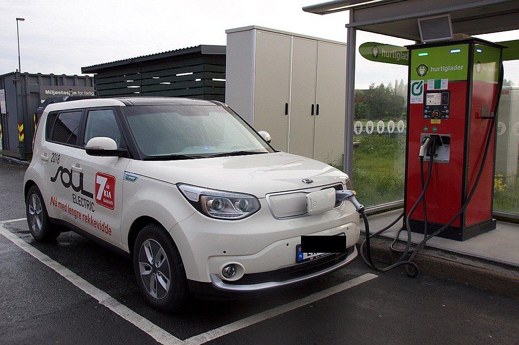 To hurtigladere for elbil, slik som denne på Klett, planlegges nå i Skaun.