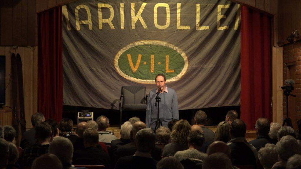 Ole Magnar Morken imponerte publikum med sine detaljkunnskaper om hoppsportens historie i Skaun.